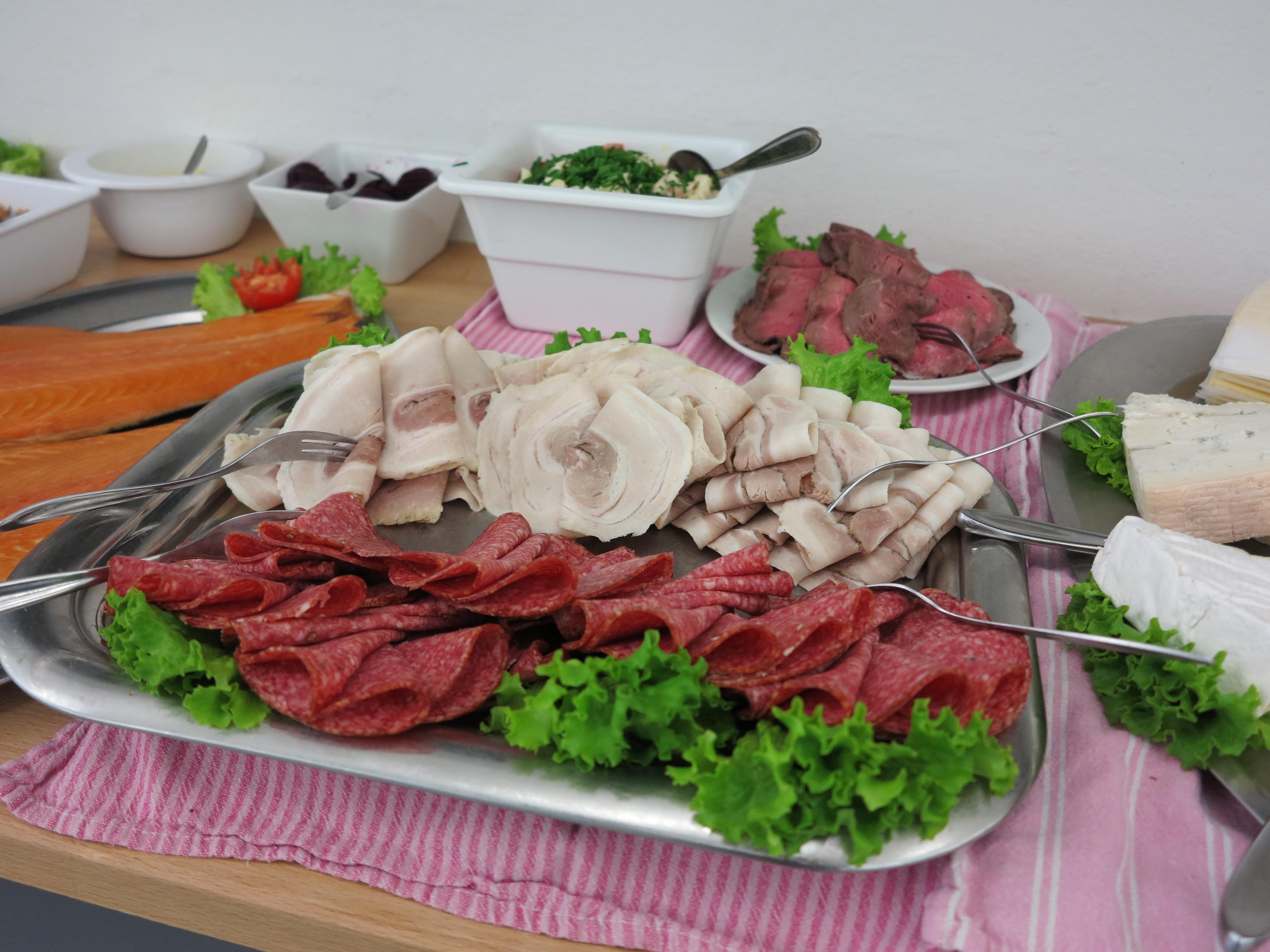 Nyt udsugningsanlæg i køkkenet blev fejret med brunch i spisestuen